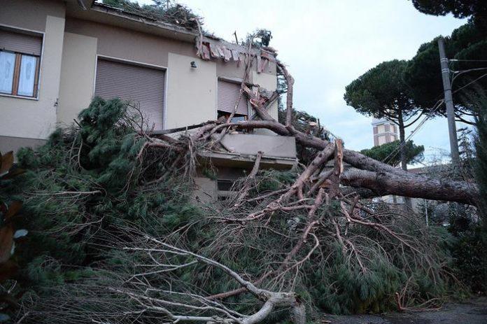 Maltempo Italia oggi, due morti al Centro
