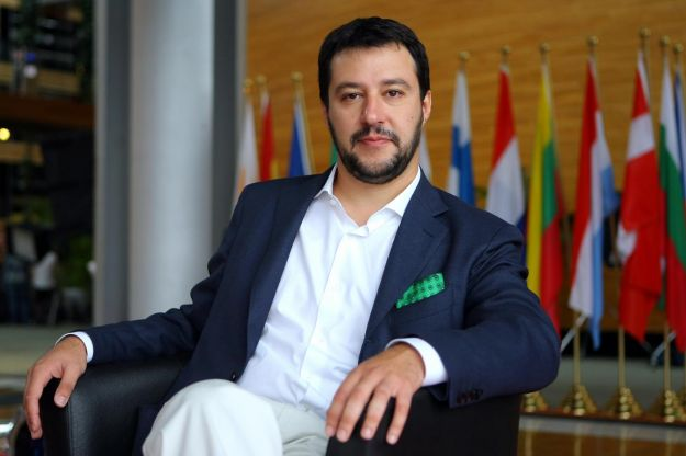 Hacker rubano le chat di Salvini: rivendica AnonPlus