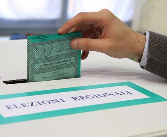 Elezioni Regionali Campania: 5 Motivi per non Votare né Caldoro né De Luca 1