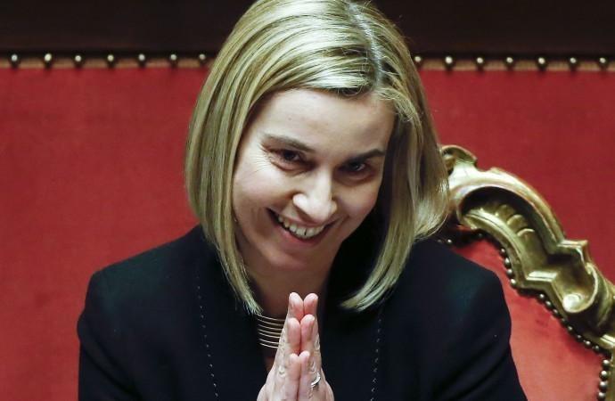 """Immigrazione clandestina, Mogherini: """"Distruggere i barconi"""""""