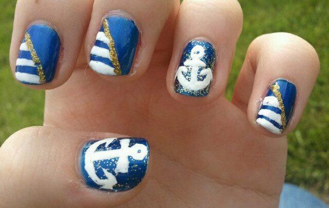 Nail Art Facili: Come disegnare un'ancora su sfondo mare