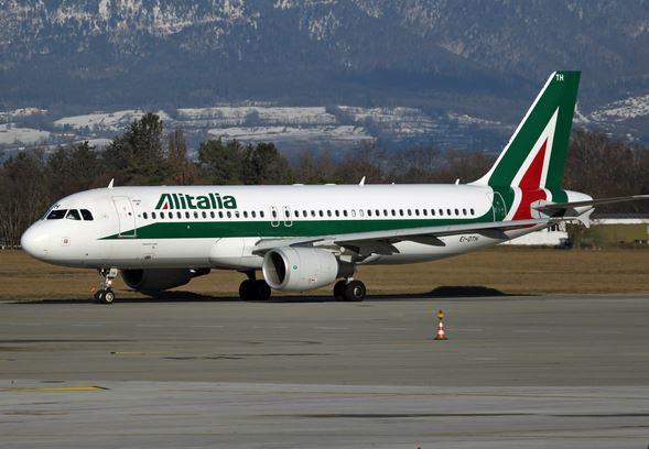 Alitalia: domani 24 luglio voli a rischio per sciopero di piloti e assistenti di volo