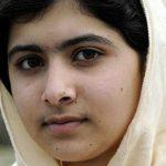 Malala compie 18 anni e lancia una campagna #booksnotbullets