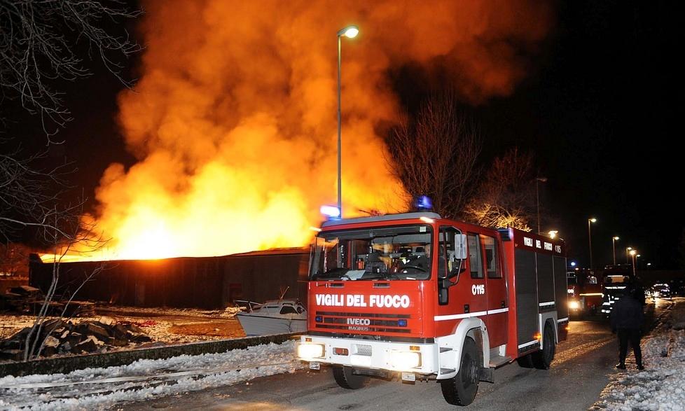 Cronaca Catanzaro, a Cortale incendiato capannone nella notte