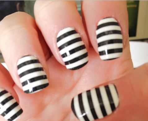 Nail Art Semplici: Strisce bianche e nere