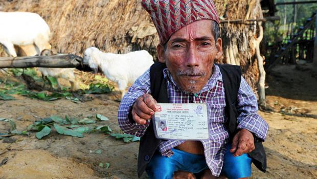 Morto Chandra Dangi, l'uomo più piccolo del mondo