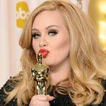 """La cantante Adele dimagrita 30 kg: """"Ho smesso di fumare e non mangio più carne"""""""