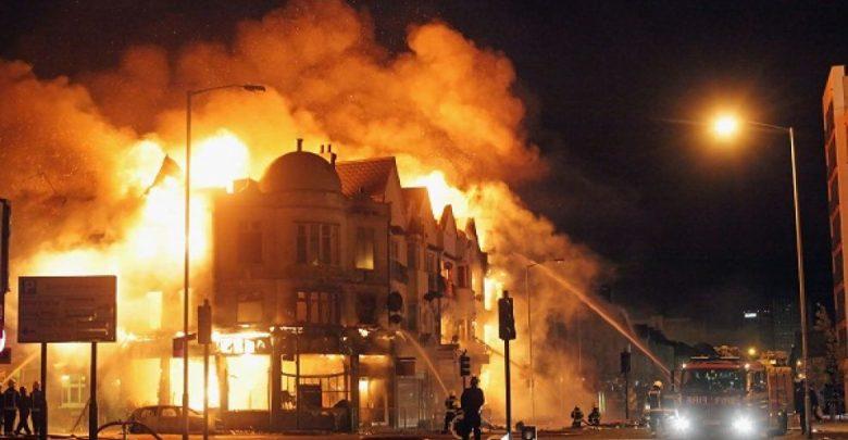 Scoppia incendio a Parigi: morte otto persone