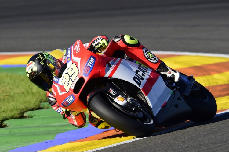 Andrea Iannone, Insulti sul Web: arriva davanti a Rossi