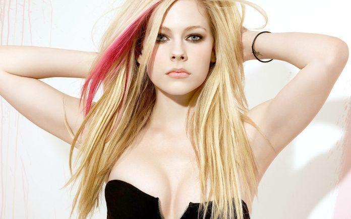 Avril Lavigne Morta: l'Assurda Teoria di un Blog