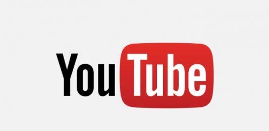 Video YouTube, massaggiatore respinge pallone su linea porta