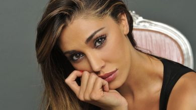Photo of Belen Rodriguez a Napoli, le foto in lingerie causano un tamponamento