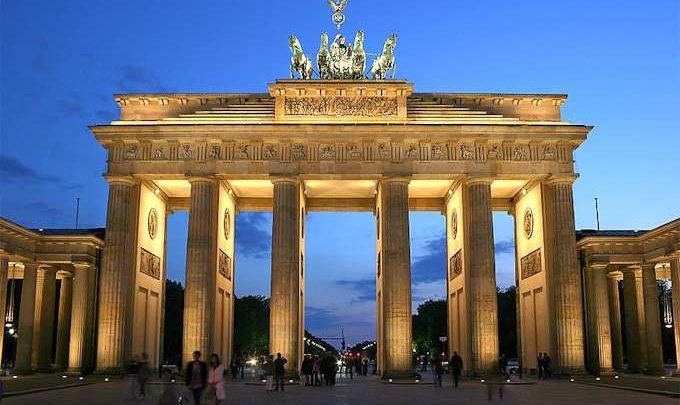 Attentati Isis, Borsa Sospetta a Berlino