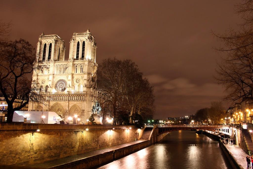Attacchi terroristici a Parigi: almeno 40 morti in tre sparatorie