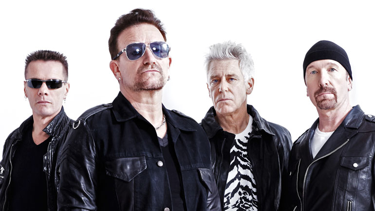 U2 cantano al Bataclan per le vittime di Parigi