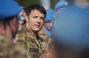 Renzi in Libano in Mimetica: