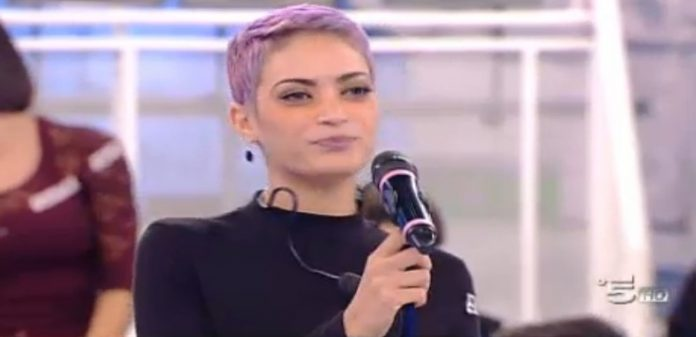 Elodie Vince la Sfida (Video Amici15)