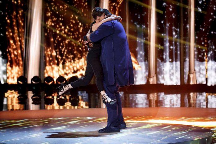 Alessandra Amoroso e Sergio cantano