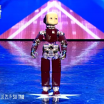 Video iCub, Piccolo Robot a Italia's Got Talent