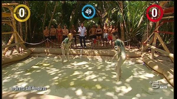 Lotta nel Fango Paola e Gracia: Video Isola dei Famosi