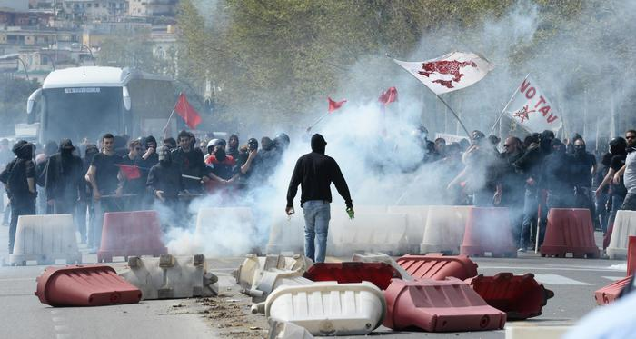 Renzi a Napoli, Video Scontri Centri Sociali e Polizia