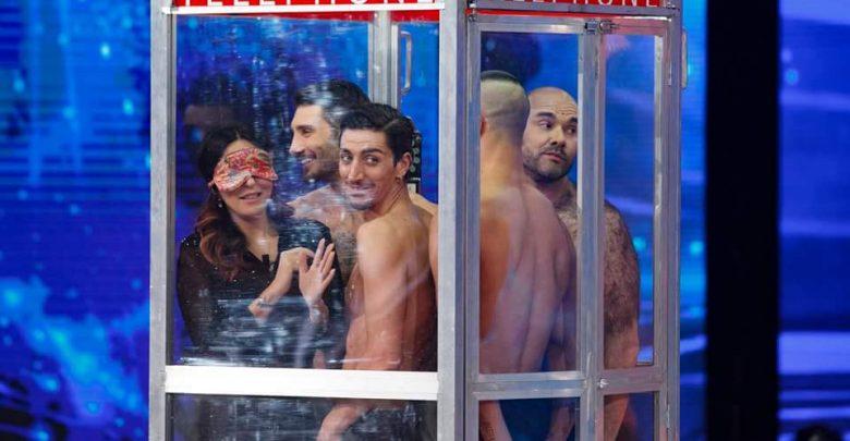 Sabrina Ferilli ed Edoardo Leo nella cabina telefonica Amici 15 (Video 7 Maggio)