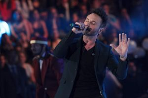 """Nek canta """"Uno di questi giorni"""" nuovo singolo ad Amici (Video)"""