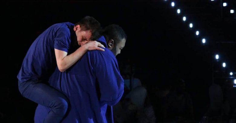 Duetto Ale e Sergio, ballo contro il bullismo (Video Amici 15)