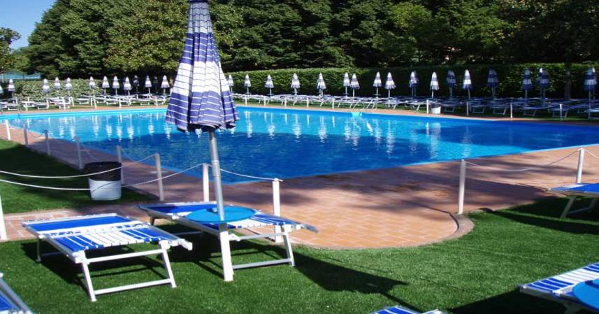 Piscine all 39 aperto a milano estate 2016 prezzi e orari di for Piani del cortile con piscine