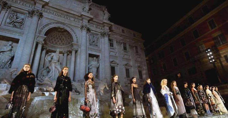 Fendi compie 90 anni: A Roma la sfilata evento