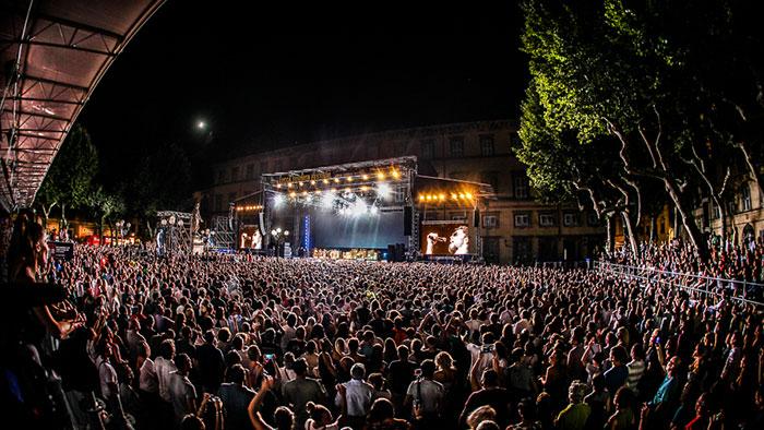 Lucca Summer Festival, prima serata: Successo per Van Morrison e Tom Jones