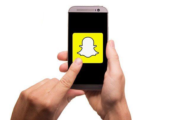 """Snapchat: Funzione """"Memories"""" per salvare foto e video negli album"""