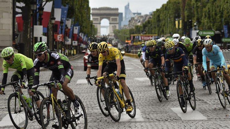 Tour de France 2016:  Mark Cavendish vincitore prima tappa