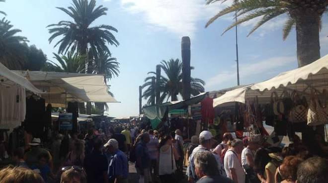 Ventimiglia, Allarme Bomba: Evacuati il Mercato e le Banche