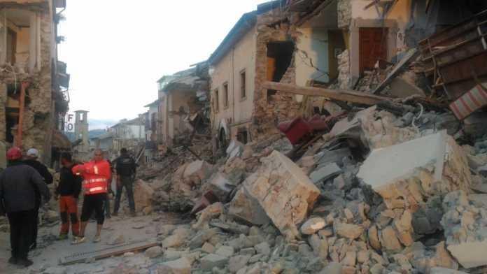 Terremoto 24 agosto 2016, Amatrice crolla: dieci Morti