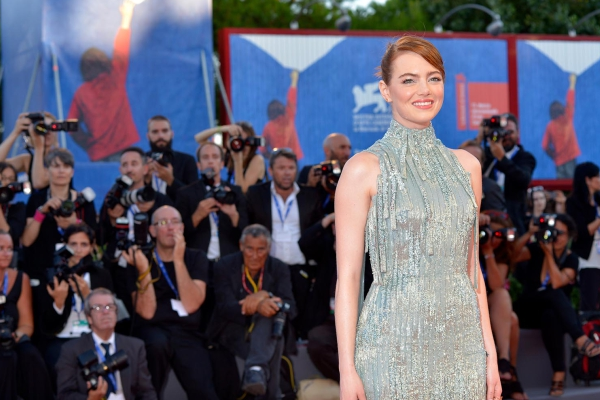 Emma Stone sul Red Carpet alla Mostra del Cinema di Venezia (Video)