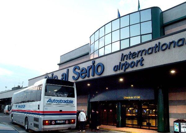 Aereo fuori pista a Bergamo: Aeroporto Orio al Serio Chiuso (Foto) 1