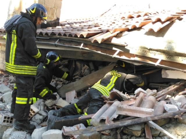 Terremoto Pescara del Tronto, il vigile che ha salvato Giorgia: