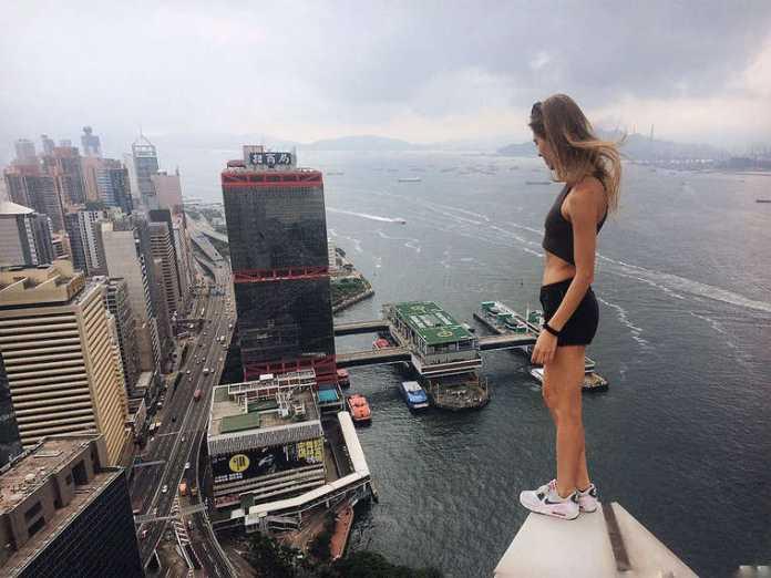 Chi è Angela Nikolau: Fotografa Selfie pericolosi su Instagram (Foto) 1