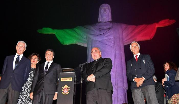 Rio 2016, il Cristo Redentore diventa Tricolore: Video