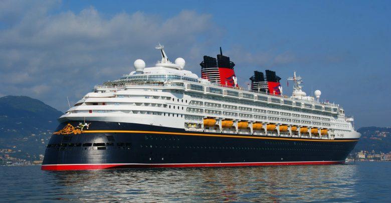 Salerno, Nave Disney Magic attracca al porto (Video)