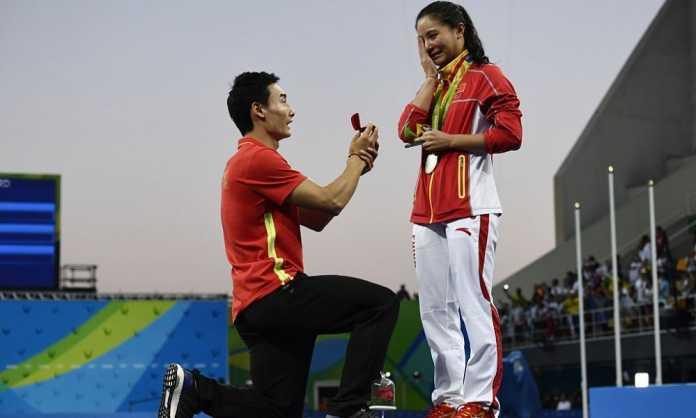 He Zi proposta di Matrimonio sul podio dei Tuffi a Rio 2016: Video 3