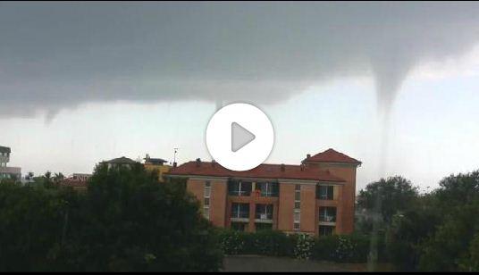 Maltempo Pisa, Video tre Trombe Marine si abbattono sulla città