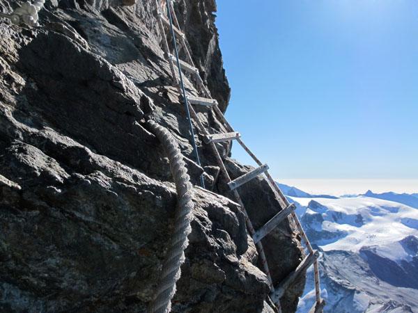 Alpinista muore precipitando dalla Scala Jordan sul Cervino
