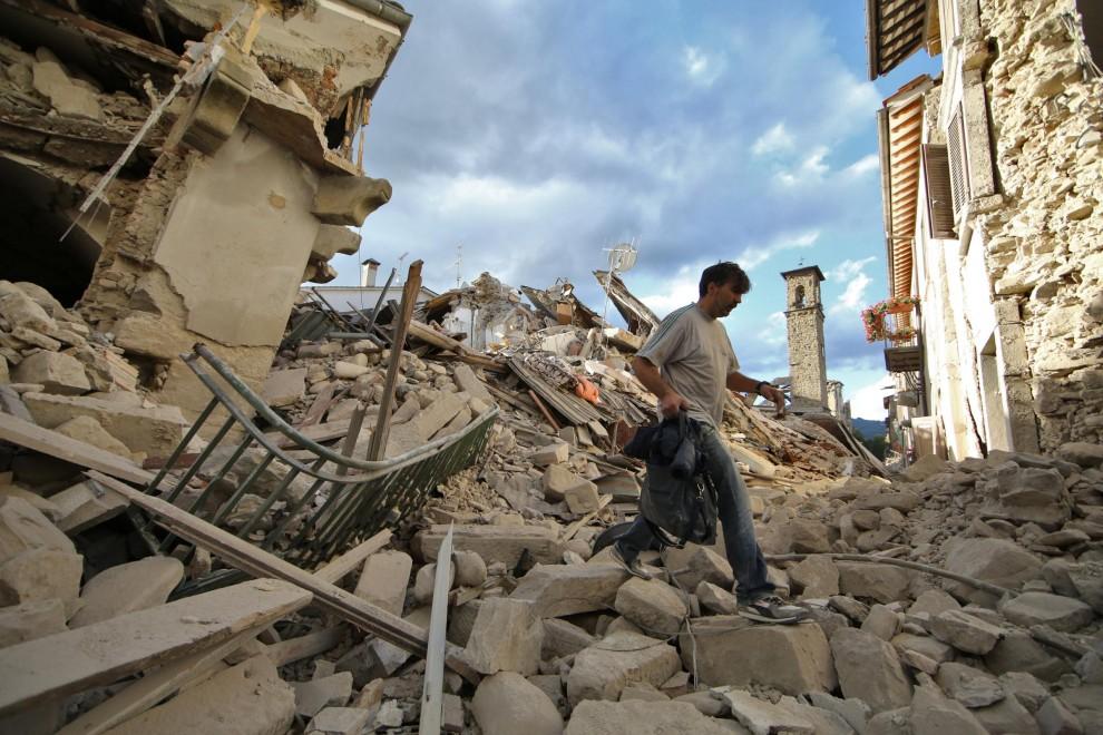 Terremoto Amatrice, Vittime a decine: lo sconforto del Sindaco
