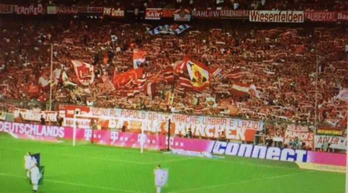 Striscione Tifosi Bayern Monaco per Terremoto Centro Italia (Foto)