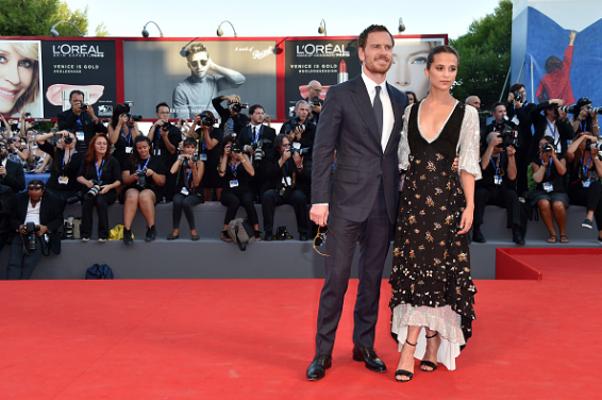 Alicia Vikander e Michael Fassbender sul Red Carpet: Mostra del Cinema di Venezia (Video)