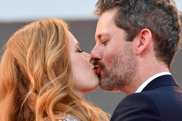 Amy Adams e Jake Gyllenhaal: Red Carpet alla Mostra del Cinema di Venezia(Video)