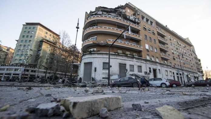 Roma, crolla palazzina in centro: nessun ferito