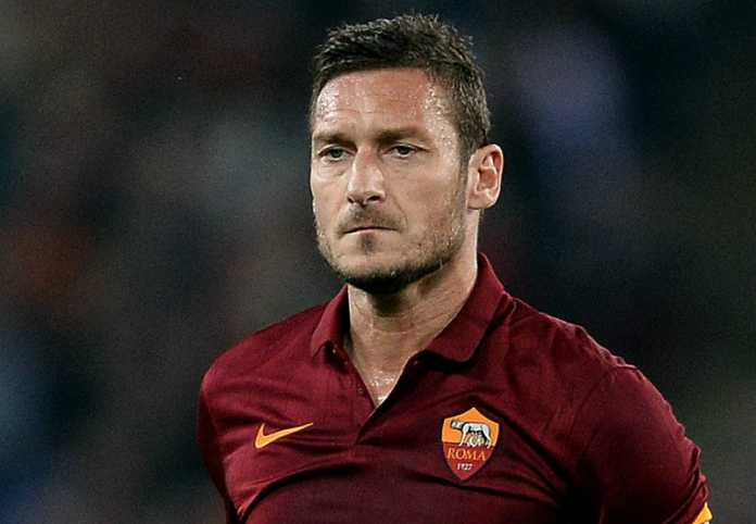 Francesco Totti annuncia l'addio alla Roma: